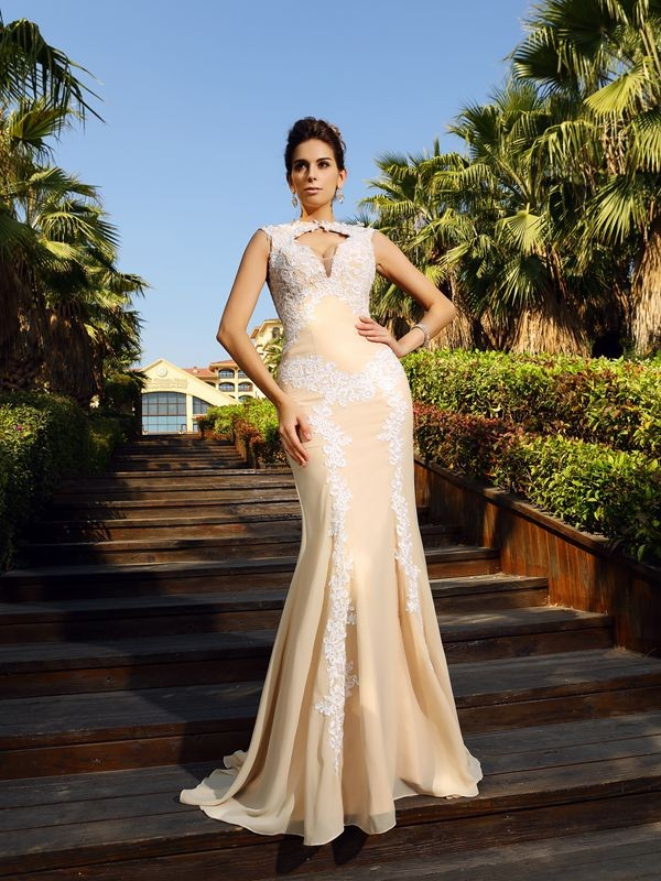 Sheath/Column Champagne Chiffon Sweep/Brush Train Dresses with Applique