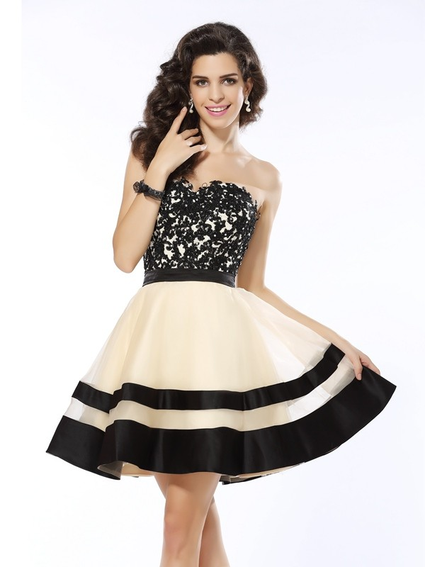 A-Line/Princess Black Organza Short/Mini Homecoming Dresses with Applique