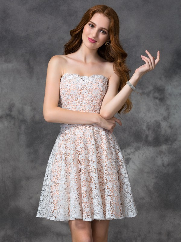 A-Line/Princess White Lace Short/Mini Homecoming Dresses with Lace