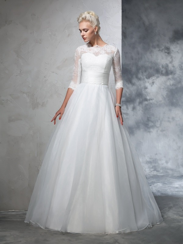 Ball Gown Ivory Organza Floor-Length Wedding Dresses with Applique