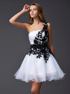 A-Line/Princess White Organza Short/Mini Homecoming Dresses with Lace