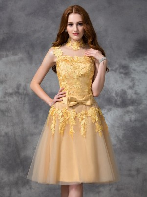A-Line/Princess Gold Lace Short/Mini Homecoming Dresses with Applique
