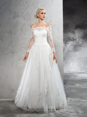 Ball Gown Ivory Net Floor-Length Wedding Dresses with Lace