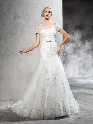 Sheath/Column Ivory Net Court Train Wedding Dresses with Applique