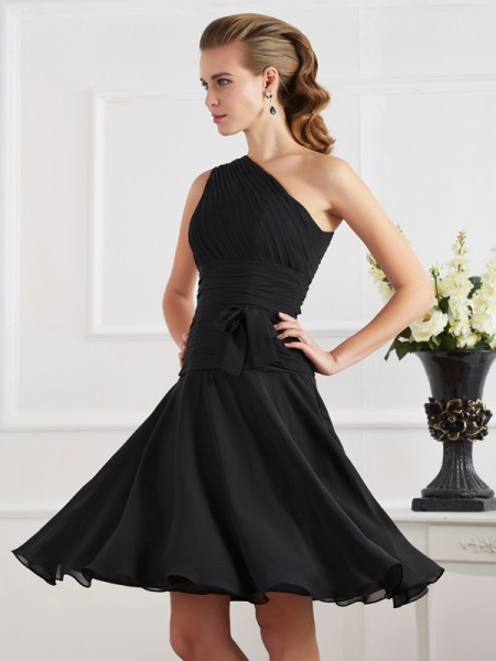 A-Line/Princess Black Chiffon Knee-Length Homecoming Dresses with Pleats