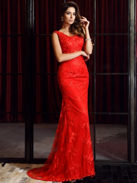 Trumpet/Mermaid Red Lace Sweep/Brush Train Dresses with Applique