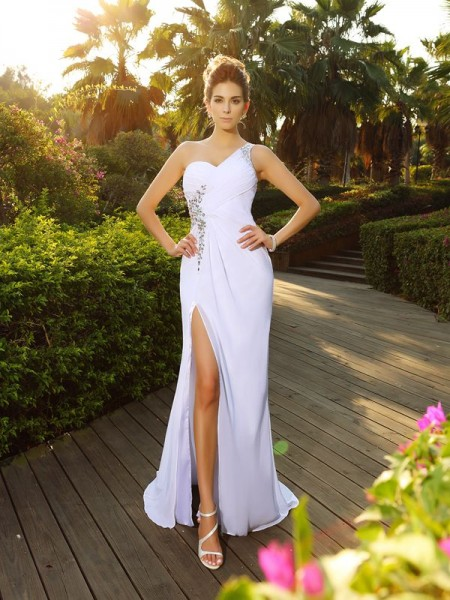 A-Line/Princess White Chiffon Court Train Wedding Dresses with Beading
