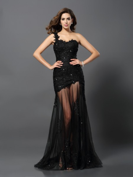 Sheath/Column Black Lace Sweep/Brush Train Dresses with Applique
