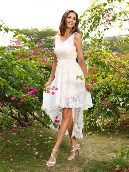A-Line/Princess White Lace Asymmetrical Bridesmaid Dresses with Lace