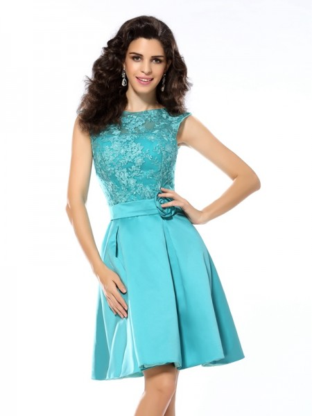 A-Line/Princess Blue Satin Knee-Length Homecoming Dresses with Applique