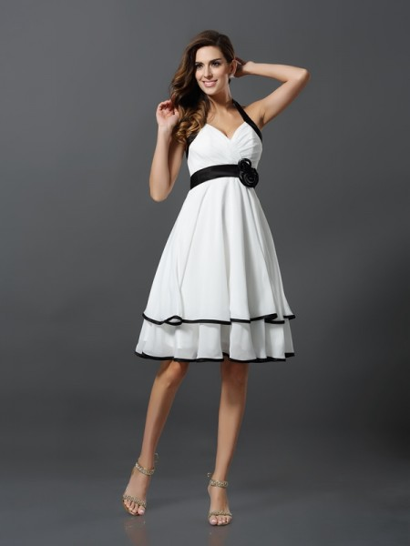 A-Line/Princess Ivory Chiffon Knee-Length Homecoming Dresses with Hand-Made Flower