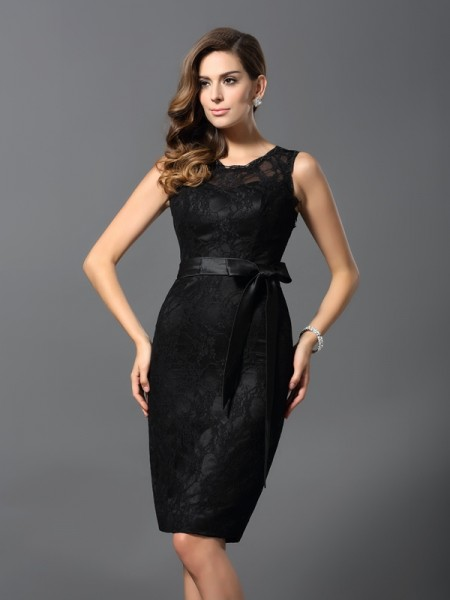 Sheath/Column Black Satin Knee-Length Homecoming Dresses with Lace