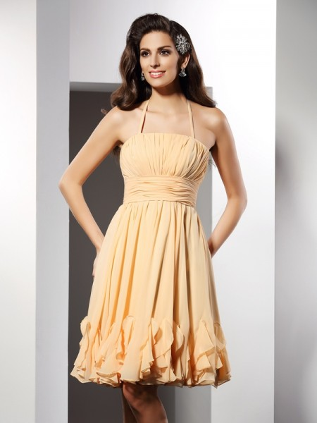 A-Line/Princess Champagne Chiffon Knee-Length Homecoming Dresses with Ruffles