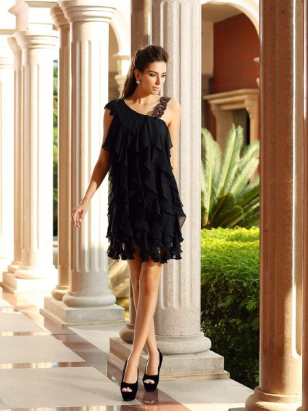 A-Line/Princess Black Chiffon Short/Mini Homecoming Dresses with Ruffles
