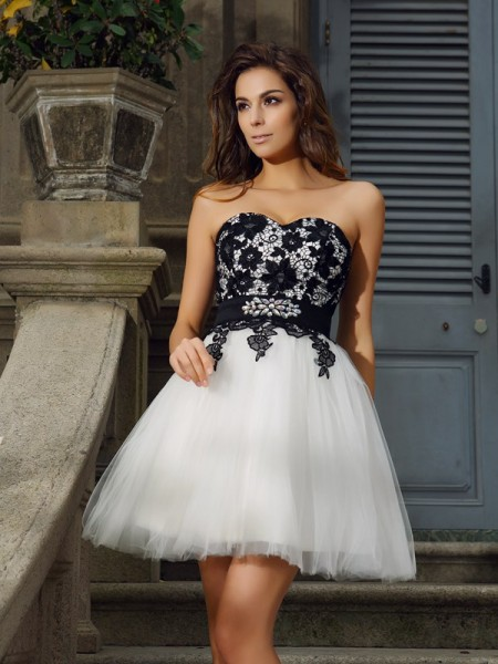 A-Line/Princess Ivory Tulle Short/Mini Homecoming Dresses with Applique