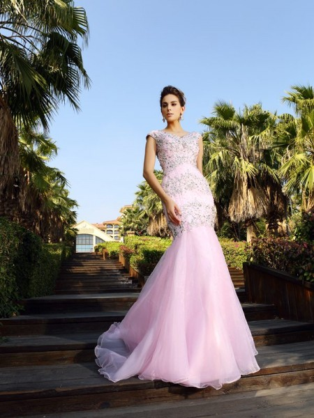 Trumpet/Mermaid Pink Satin Court Train Dresses with Beading