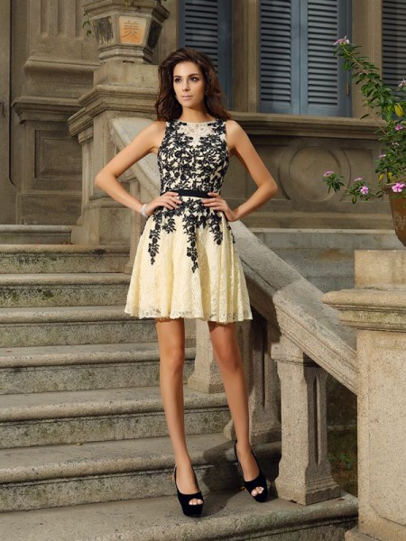 A-Line/Princess Champagne Lace Short/Mini Homecoming Dresses with Applique