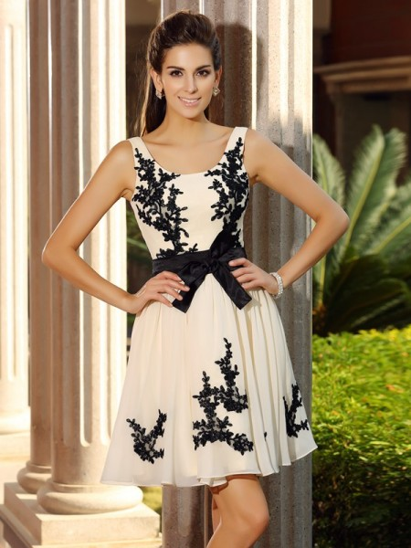 A-Line/Princess Champagne Chiffon Short/Mini Homecoming Dresses with Applique
