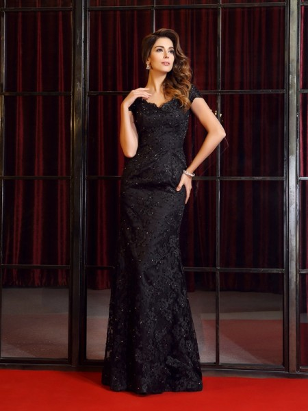 Trumpet/Mermaid Black Lace Floor-Length Dresses with Applique