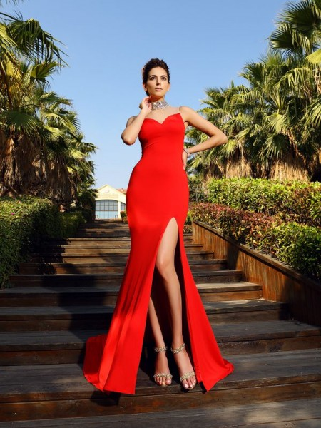 Sheath/Column Red Spandex Court Train Dresses with Beading