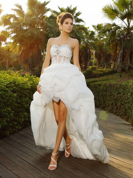 A-Line/Princess White Organza Asymmetrical Wedding Dresses with Beading