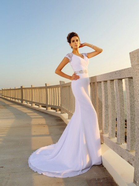 Sheath/Column White Chiffon Court Train Wedding Dresses with Beading
