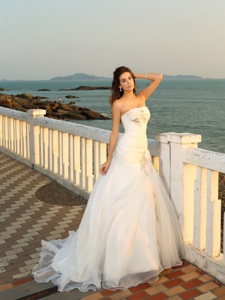 Ball Gown Ivory Satin Chapel Train Wedding Dresses with Hand-Made Flower