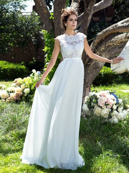 A-Line/Princess Ivory Chiffon Sweep/Brush Train Evening Dresses with Applique