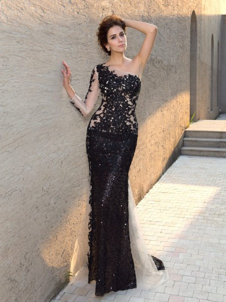 Sheath/Column Black Lace Sweep/Brush Train Evening Dresses with Sequin