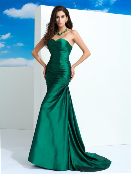 Sheath/Column Green Taffeta Sweep/Brush Train Evening Dresses with Pleats