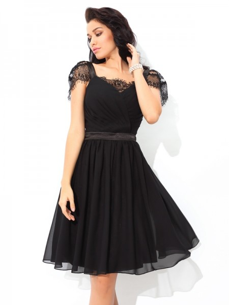 A-Line/Princess Black Chiffon Short/Mini Homecoming Dresses with Pleats