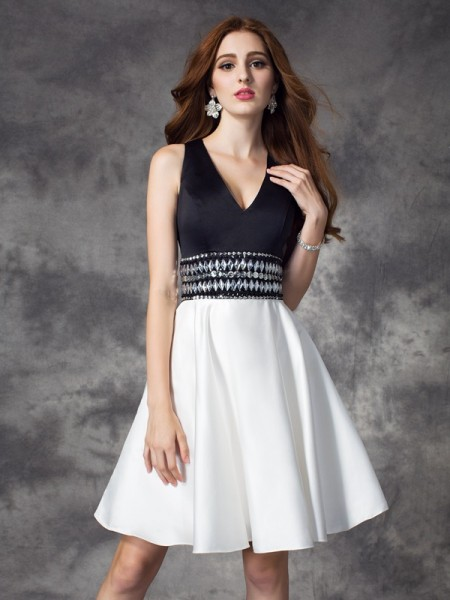 A-Line/Princess Black Satin Short/Mini Homecoming Dresses with Rhinestone
