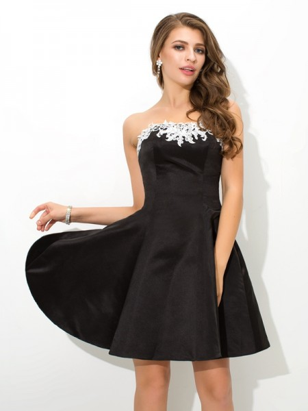 A-Line/Princess Black Satin Short/Mini Homecoming Dresses with Applique