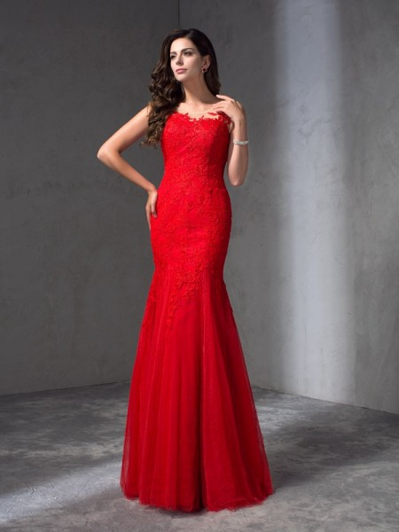 Sheath/Column Red Lace Floor-Length Dresses with Applique