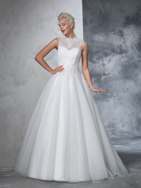Ball Gown Ivory Net Floor-Length Wedding Dresses with Applique