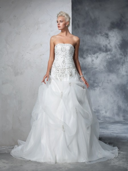 Ball Gown Ivory Tulle Chapel Train Wedding Dresses with Beading