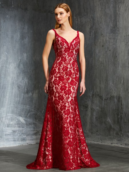 Sheath/Column Red Lace Sweep/Brush Train Dresses with Applique