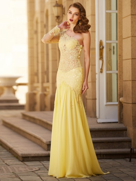 Sheath/Column Yellow Chiffon Sweep/Brush Train Dresses with Lace