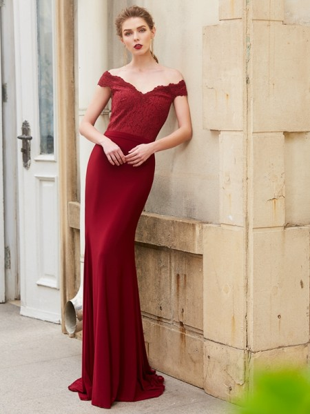 Trumpet/Mermaid Burgundy Spandex Sweep/Brush Train Dresses with Lace