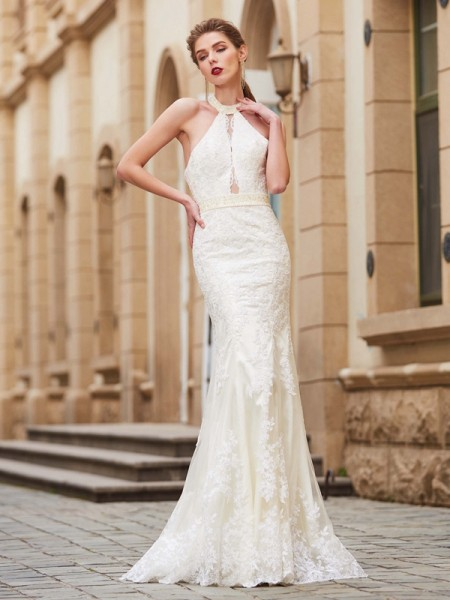 Sheath/Column Ivory Lace Floor-Length Dresses with Applique