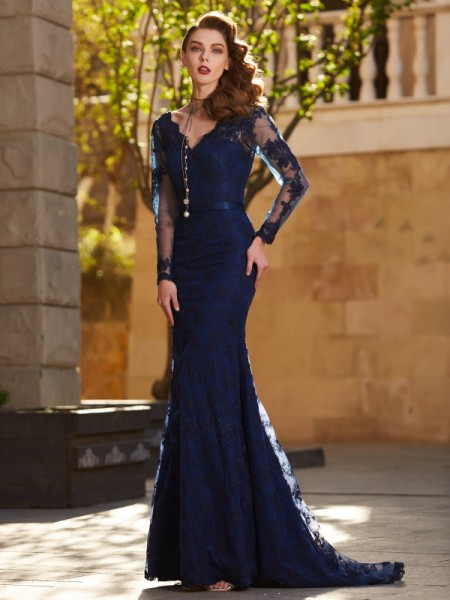 Trumpet/Mermaid Dark Navy Lace Sweep/Brush Train Dresses with Applique