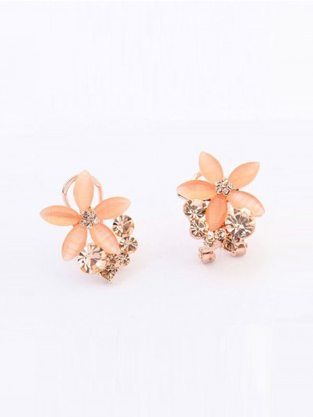 SheenOut Boutique Five Petal Ear Clip