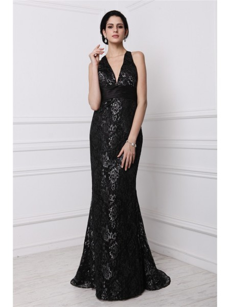 Sheath/Column Black Lace Sweep/Brush Train Dresses with Lace