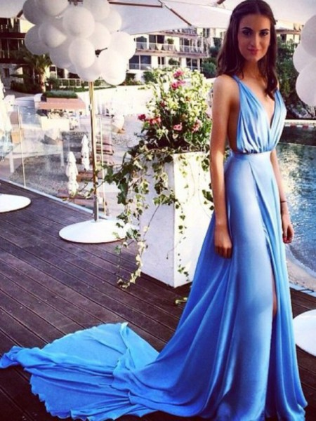 A-Line/Princess Blue Chiffon Court Train Dresses with Pleats