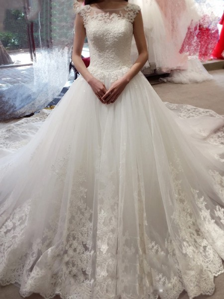 Ball Gown White Tulle Court Train Wedding Dresses with Applique