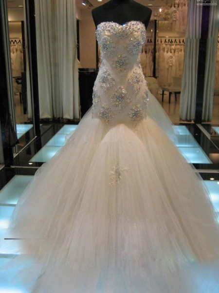Trumpet/Mermaid White Tulle Court Train Wedding Dresses with Beading