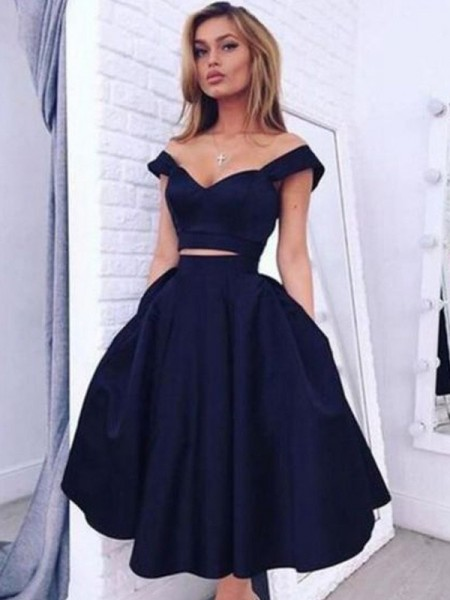 A-Line/Princess Black Taffeta Knee-Length Homecoming Dresses